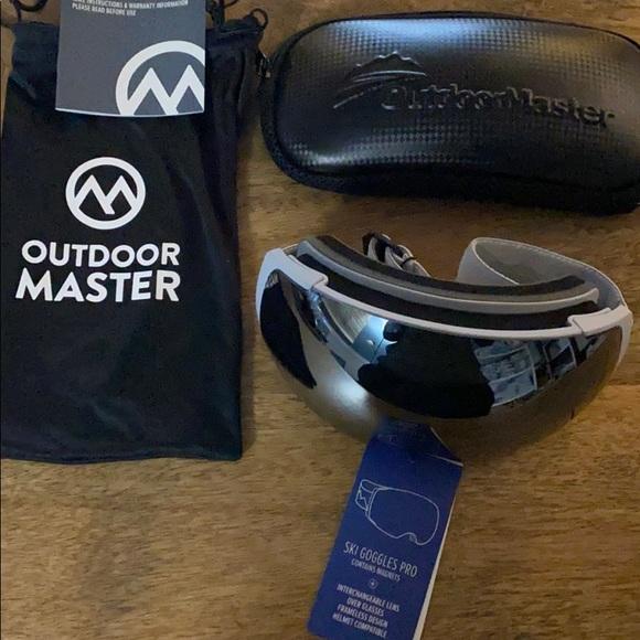 NWT OutdoorMaster Ski Goggles PRO